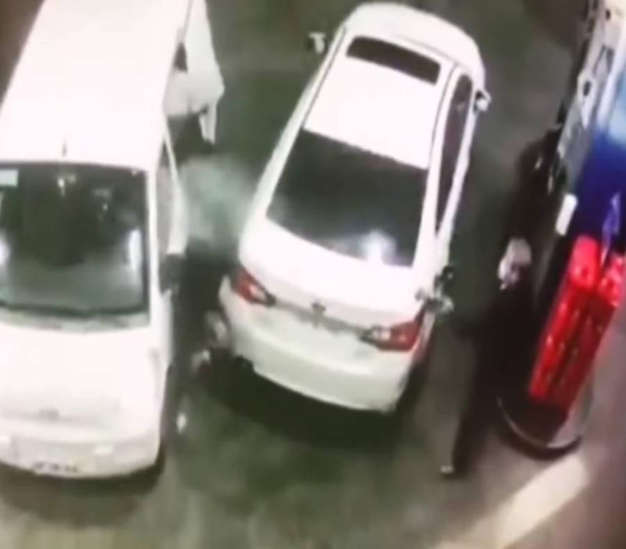 پٹرول پمپ پر ڈکیتی کی کوشش گاڑی میں تیل بھرتے ملازم نے کیسے ناکام بنائی؟ ویڈیو وائرل