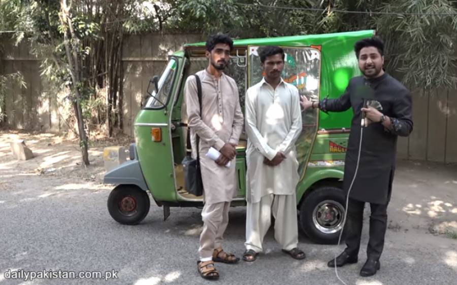 لاکھوں روپے لاہور کا شہری رکشے میں بھول گیا، غریب رکشہ ڈرائیور نے سارے پیسے واپس کر کے ایمانداری کی مثال قائم کر دی