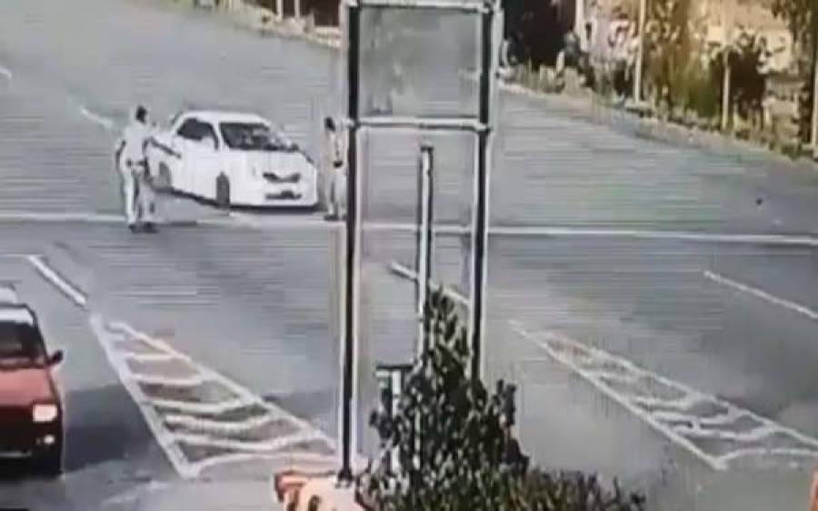 پشاور ٹول پلازے پر گاڑی کی ٹکر سے زخمی ہونے والا موٹروے پولیس کا اہلکار زندگی کی بازی ہارگیا