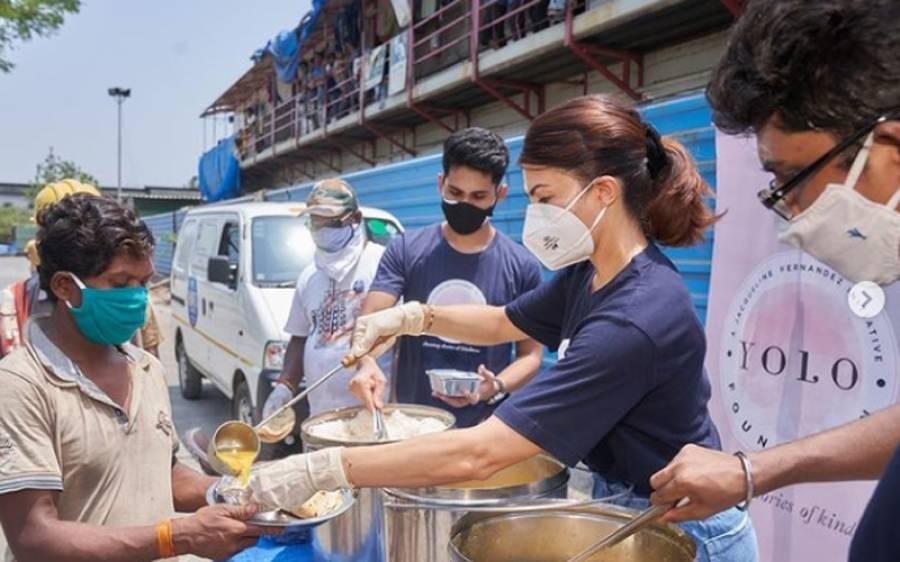 """بالی ووڈ کوئن """"جیکولین فرنینڈس' وبائی مرض سے پریشان شہریوں کی مدد کیلئے خود میدان میں اتر آئیں، زبردست کام کر دیا"""