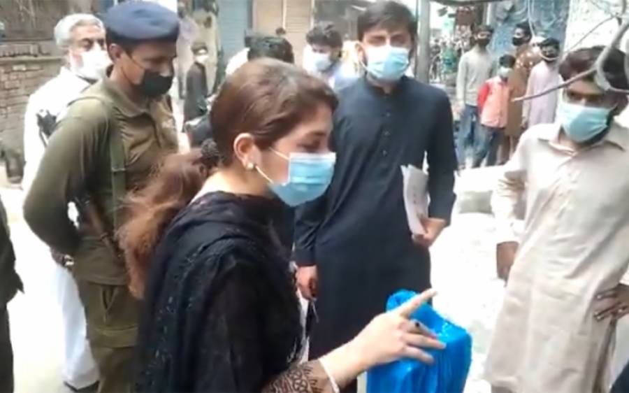 اسسٹنٹ کمشنر نارووال تہنیت بخاری کو خواتین کو دھمکیاں دینا مہنگا پڑ گیا ،بڑی سزا دے دی گئی