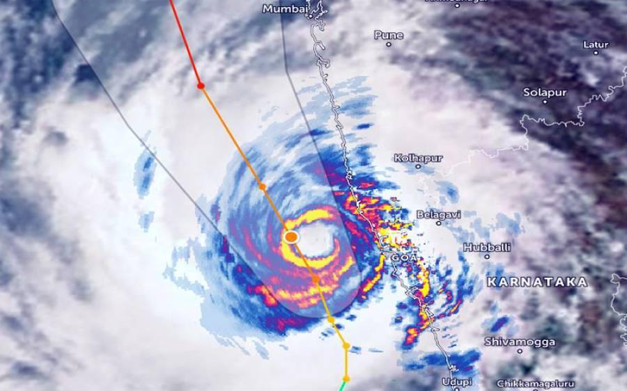 سمندری طوفان تاؤکتے بھارتی ریاست کیرالہ سے ٹکرا گیا