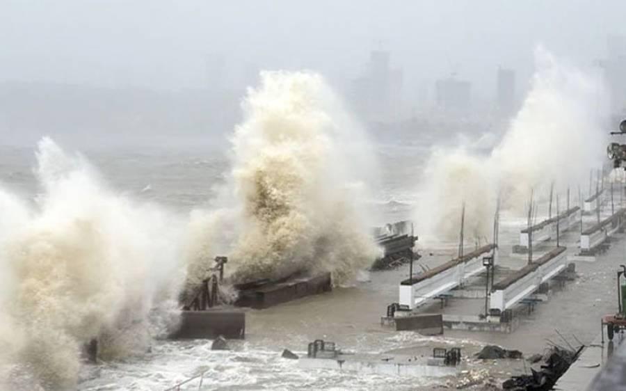 ممبئی میں تباہی مچانے والا سمندری طوفان گجرات سے ٹکرا گیا