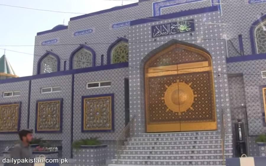 خوبصورت پاکستانی مسجد جس کے دروازے مسجد نبویؐ کے دروازے بنانے والوں نے بنائے، خطاطی خانہ کعبہ کے اندر خطاطی کرنے والوں نے کی