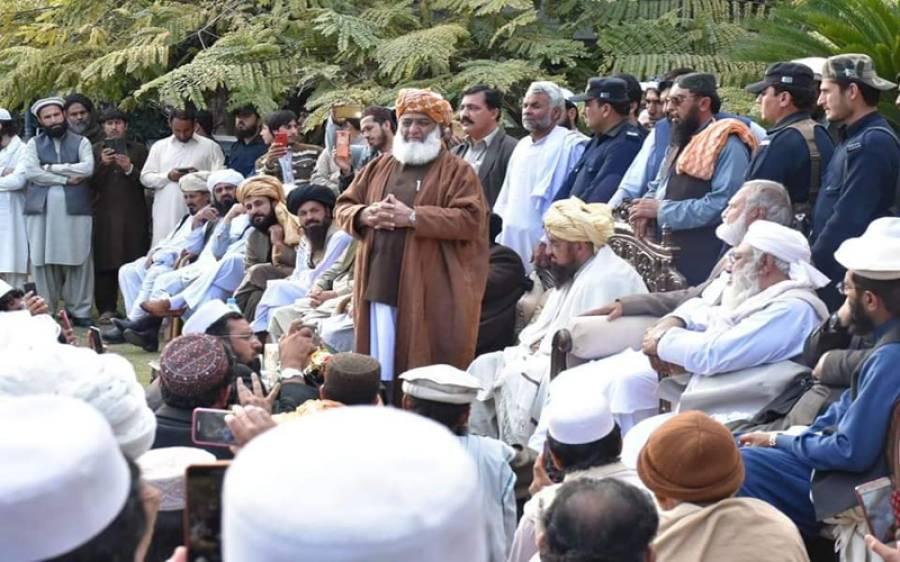 ایک پارٹی کو نو جماعتوں کے سامنے سرنڈر ہونا چاہیے: مولانا فضل الرحمان