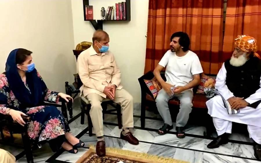 پی ڈی ایم قیادت صحافی اسد طور اور ابصار عالم کے گھر پہنچ گئی ، کیا گفتگو ہوئی ؟ جانئے