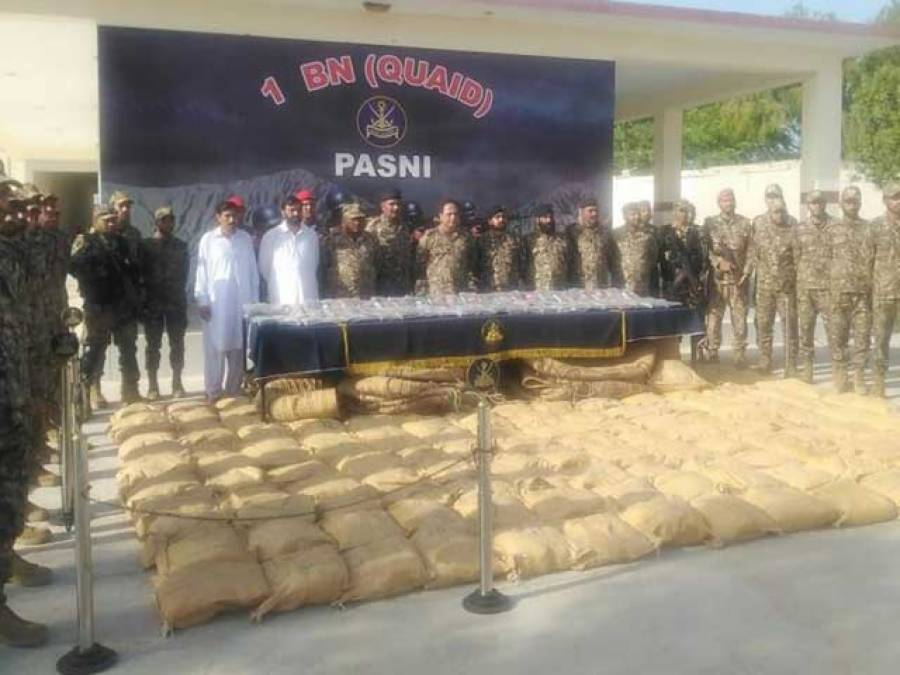 رات کی تاریکی میں بلوچستان کوسٹ گارڈ کو 9 اونٹ مل گئے لیکن ان پر دراصل کیا لدا تھا؟ تفصیلات سامنے آگئیں