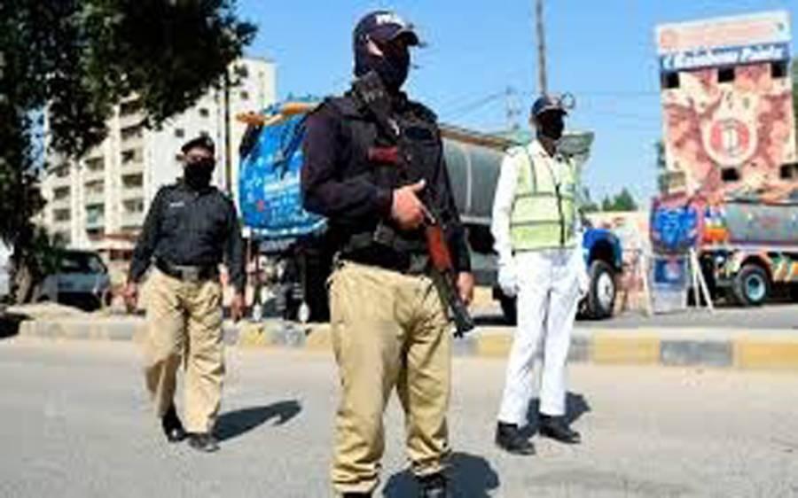 کراچی کے قبرستان میں چوری کی موٹرسائیکلوں کا خفیہ گودام پکڑا گیا