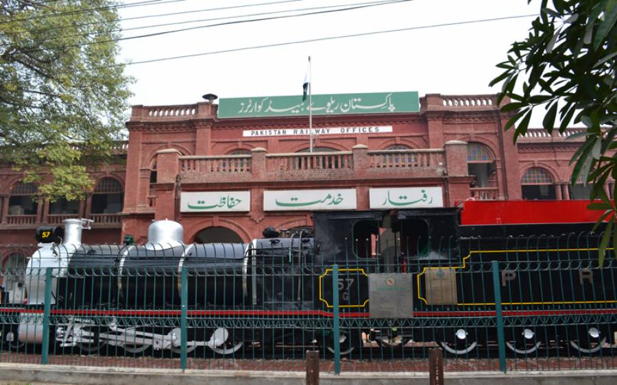 پاکستان ریلوے کا ٹرین حادثے میں جاں بحق افراد کے لواحقین کو 15 لاکھ روپے فی کس دینے کا اعلان