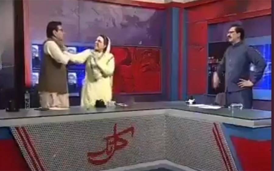 فردو س عاشق اعوان نے قادر خان مندو خیل کو پروگرام کے دوران تھپڑ مارنے کی وجہ بیان کرتے ہوئے ویڈیو پیغام جاری کر دیا