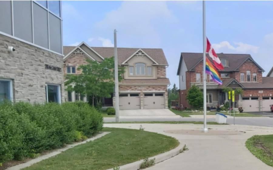 چار پاکستانیوں کے قتل پر کینیڈا میں سوگ ،سرکاری عمارتوں پر کینیڈین پرچم سرنگوں