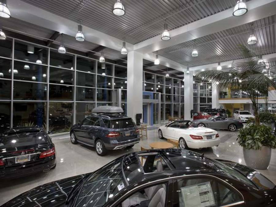 بڑی گاڑیاں خریدنے کے خواہشمندوں کے لیے بری خبر آگئی
