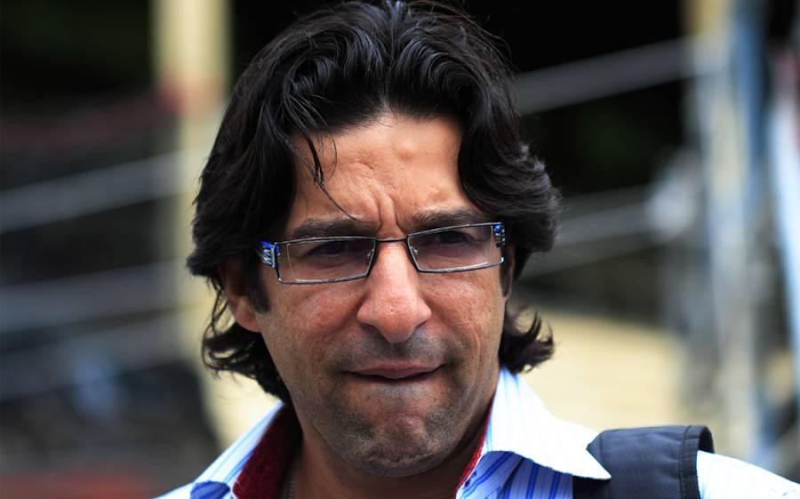 کیچ ڈراپ ہونے کے بعد وسیم اکرم اپنی ٹیم کے فاسٹ باؤلر کی نقلیں اتارنے لگے، ویڈیو دیکھیں