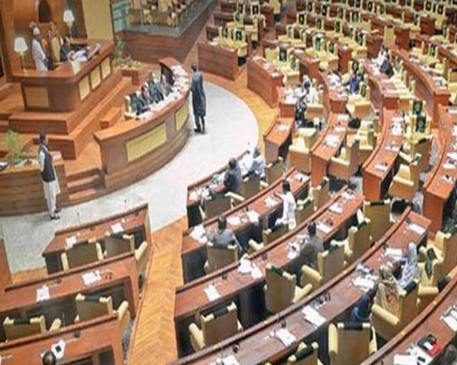 """سندھ اسمبلی کا بجٹ سیشن، پی ٹی آئی نے """"احتجاج کا نیا طریقہ متعارف"""" کرادیا"""