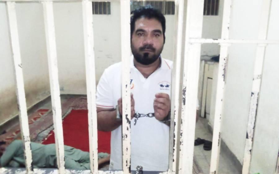 خان علی کا گرفتاری کے بعد سافٹ ویئر ' اپ ڈیٹ ' ہو گیا ، پولیس حراست میں معافی مانگتے ہوئے ویڈیو بیان سامنے آ گیا