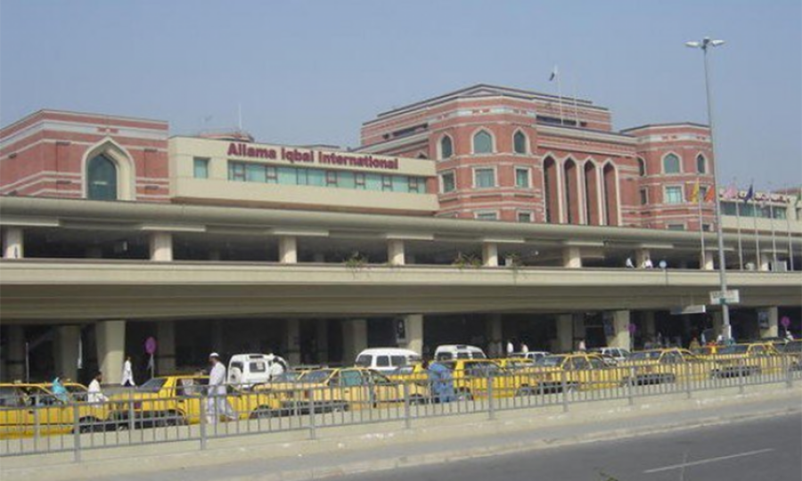 لاہور ایئرپورٹ پر کارروائی، بحرین جانیوالے مسافر کے بیگز کی تلاشی کے فوری بعد حراست میں لے لیا گیا کیونکہ ۔ ۔ ۔