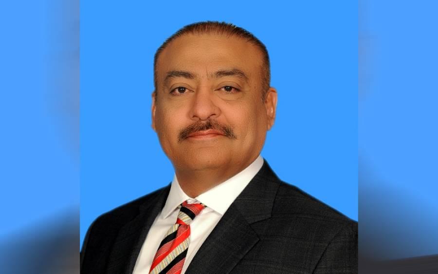 قومی اسمبلی میں کتابیں ماری گئیں، پرویز خٹک نے طاقت کے مطابق کاغذ اٹھا کے مارے ، عبدالقادر پٹیل