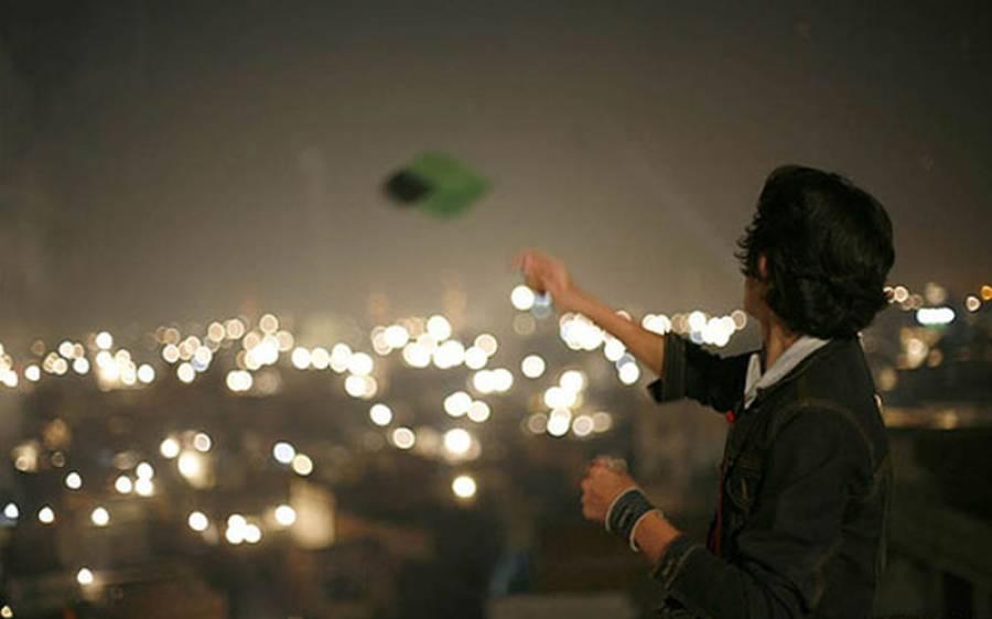 لاہور میں پھر سے پتنگیں اڑنے لگیں، پولیس نے کریک ڈاؤن شروع کر دیا