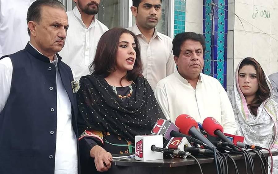 سینیٹر پلوشہ خان نے فواد چوہدری کو 'سیاسی خانہ بدوش' قرار دیتے ہوئے پیپلز پارٹی کے خلاف بیان بازی کی اصل وجہ بتا دی
