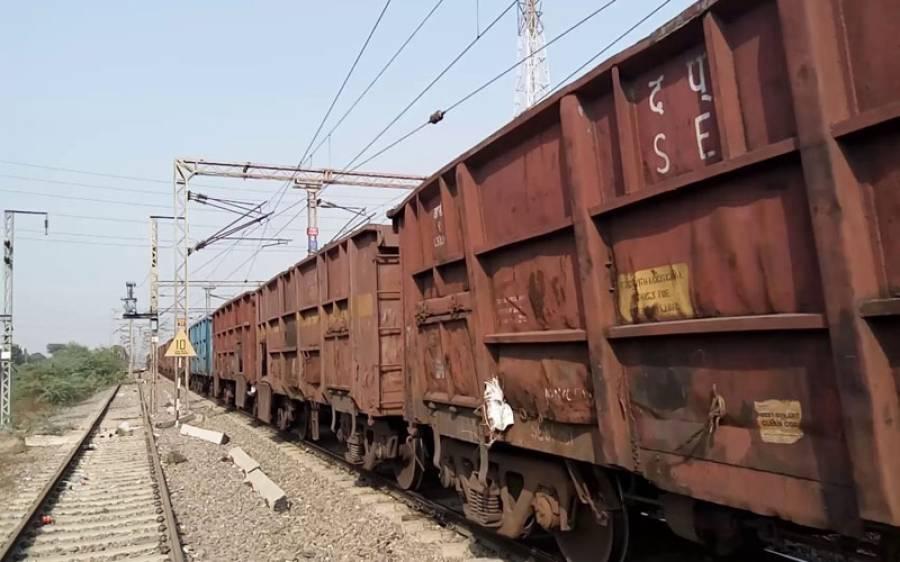 سکھر میں ٹرین حادثہ، دو بچے جاں بحق، دو زخمی