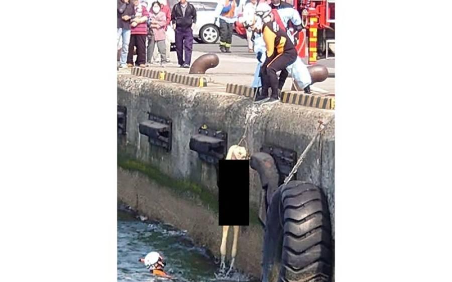 سمندر میں عورت کی تیرتی لاش، ریسکیو اہلکار موقع پر پہنچے تو ایسا انکشاف کہ دیکھنے والے بھی شرم سے لال ہوگئے