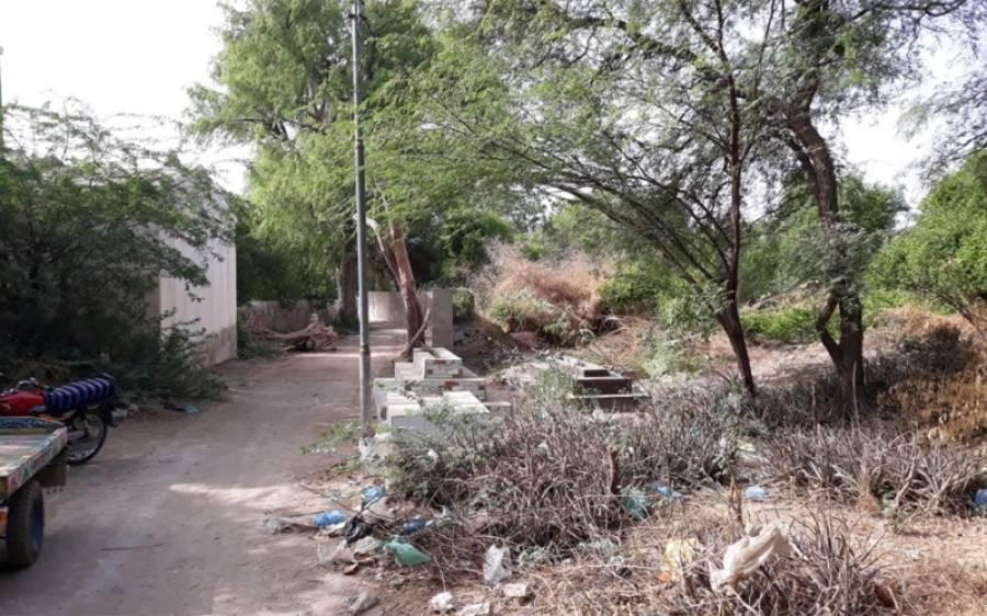 قبرستانوں پر قبضے اور ان کی دیکھ بھال نہ ہونے پر عمر کوٹ کے شہریوں کا احتجاج