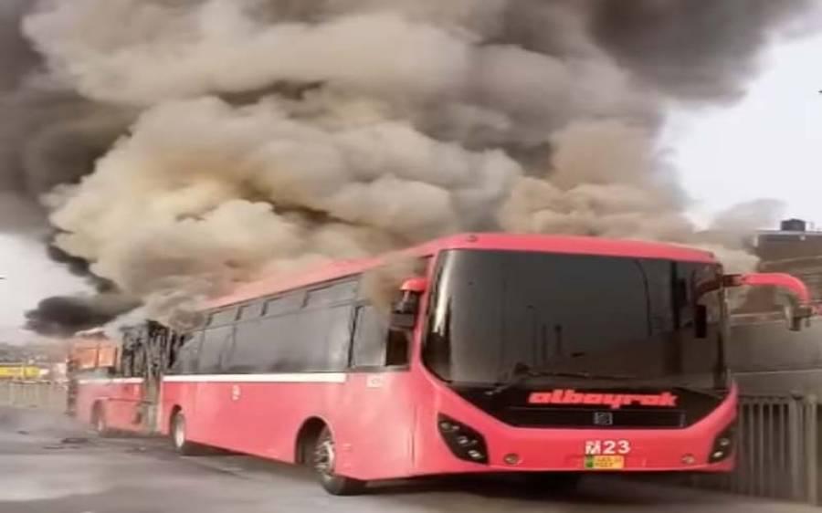 پشاور کے بعد لاہور میٹرو بس میں بھی آتشزدگی کا واقعہ