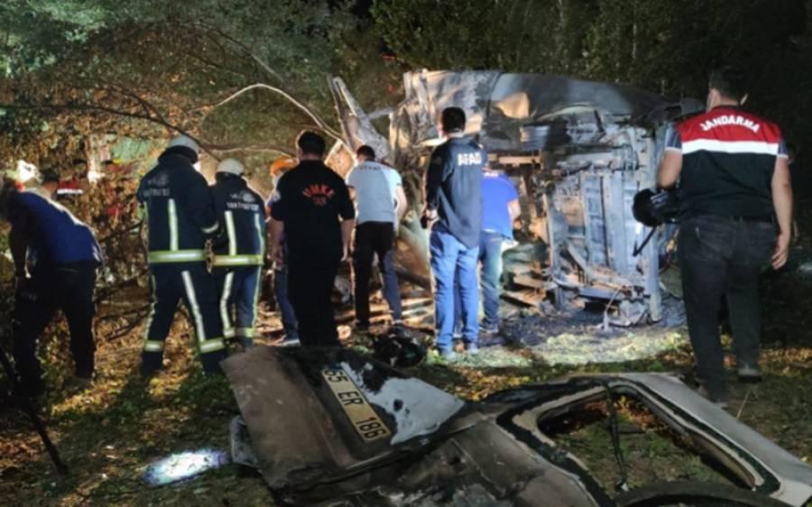 پاکستان ، بنگلہ دیش اور افغانی تارکین کو لے جانے والی بس ترک بارڈر پر افسوسناک حادثے کا شکار، 12 افراد جان کی بازی ہار گئے ،26زخمی