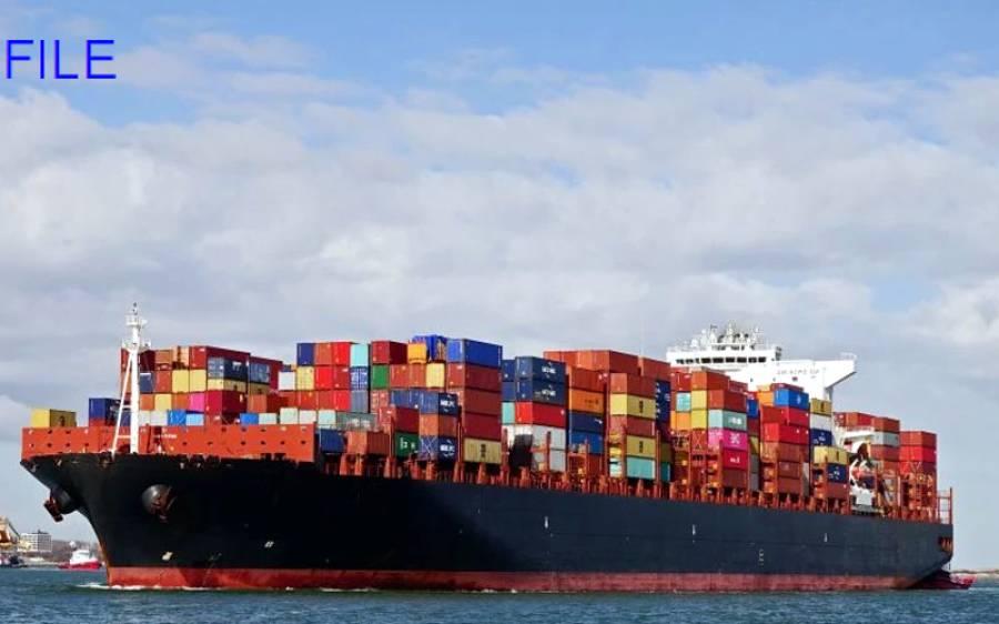 سی ویو پر کنٹینروں سے لدا ہوا بحری جہا زپھنس گیا