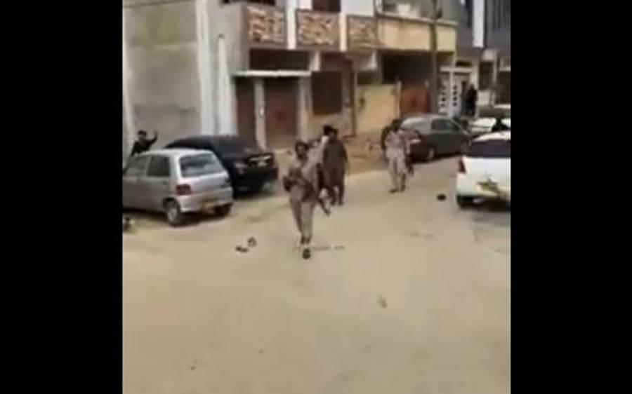 کراچی میں بے قابو بھینسے پر گولیاں برسادی گئیں، پولیس نے 4 افراد کو دھر لیا