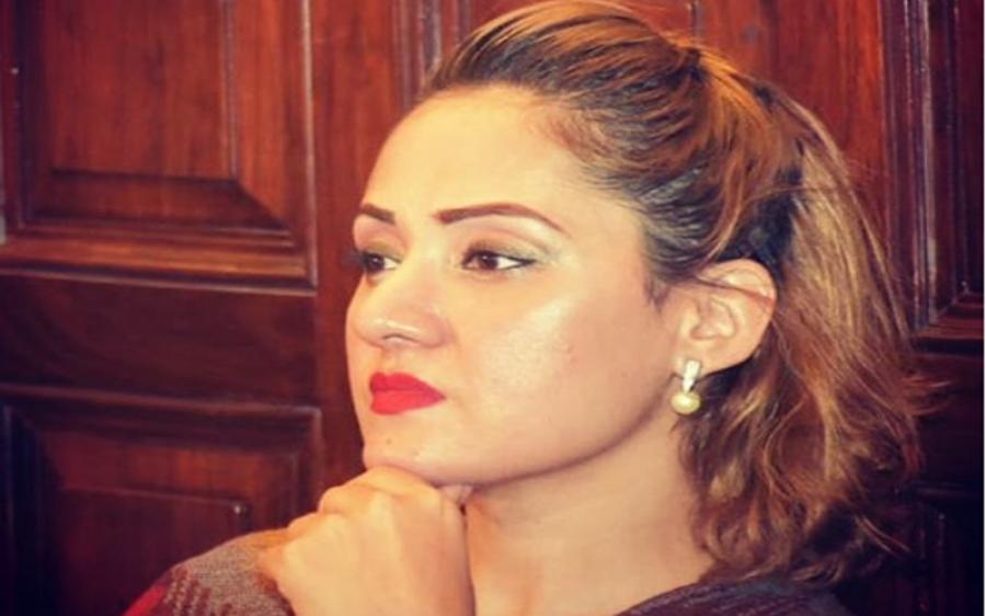 غریدہ فاروقی نے قربانی پر جانور حلال کرنے کی مخالفت کردی، سوشل میڈیا پر طوفان آگیا