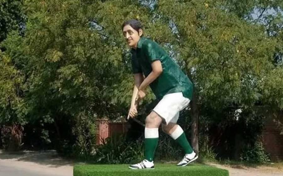ہاکی اولمپئن سمیع اللہ کے مجسمے سے ہاکی اور گینددوبارہ چوری کرلی گئی