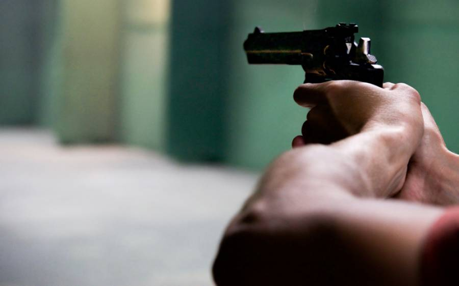 ذہنی مریض شخص نے فائرنگ کر کے اپنی دو بیٹیوں ، بیوی اور چچی کو قتل کر دیا