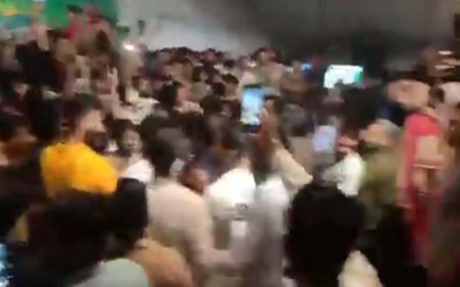 پی پی 38 میں پی ٹی آئی کی بڑی لیڈ، کارکنوں کا جشن شروع ، ڈھول کی تھاپ پر بھنگڑے