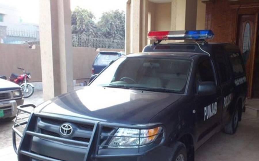 لاہور پولیس کے اہلکار کو خاتون کے ساتھ بدتمیزی کرنا مہنگی پڑ گئی ، سزا مل گئی