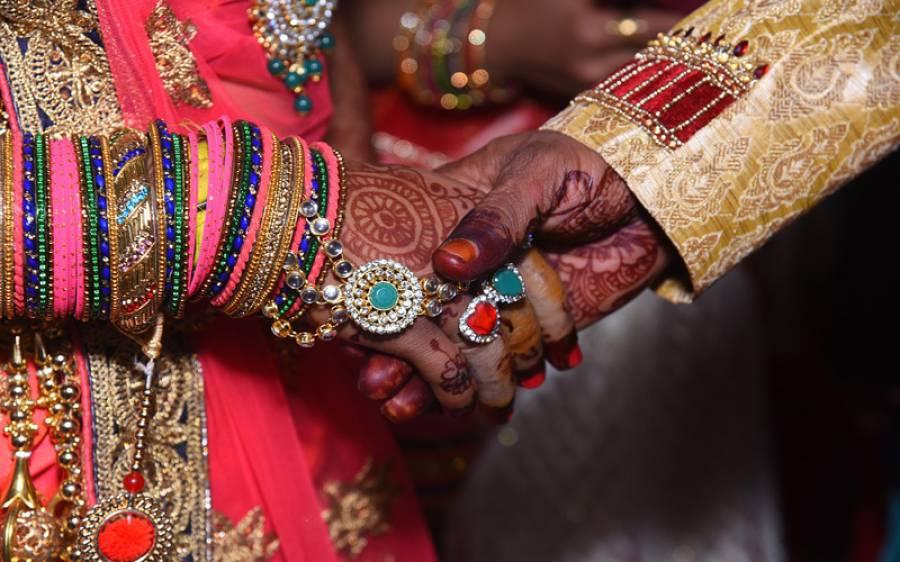 دوسرے نکاح کے وقت پہلی بیوی نے شوہر کو ہتھکڑی لگوادی، بچے کیلئے 2 لاکھ روپے کا مطالبہ، میرج ہال میں رقم کیسے اکٹھی کی گئی؟