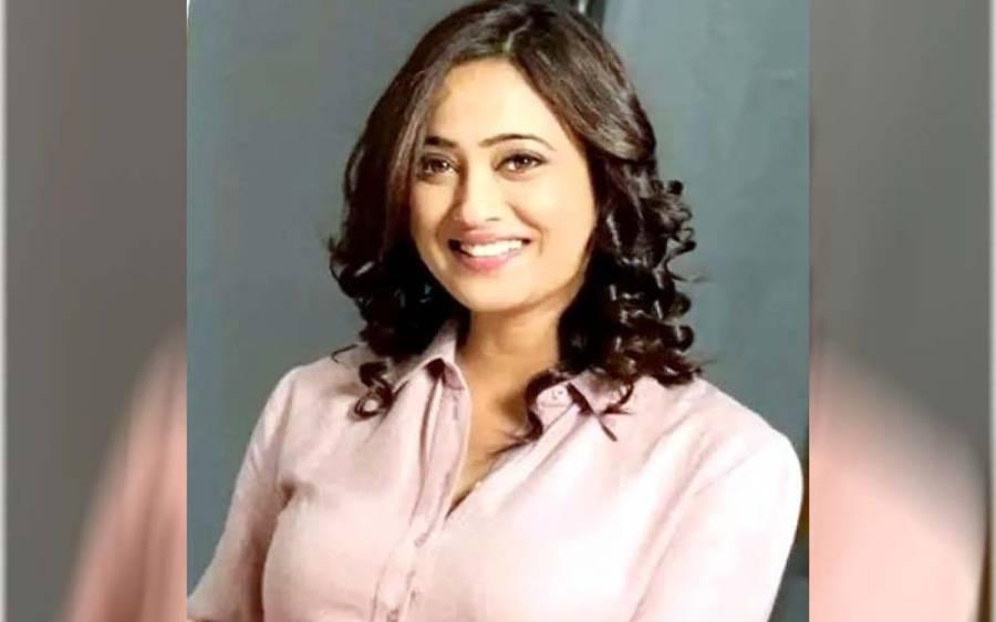 ایک اور معروف بھارتی اداکارہ نے بولڈ شوٹ کی تصاویر سوشل میڈیا پر ڈال دیں
