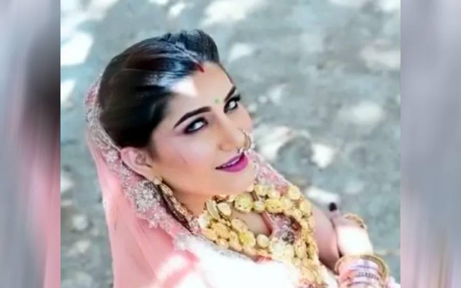 چھوٹے کپڑے نہ پہننے کے باعث کام نہیں ملا ، بھارتی گلوکارہ و ڈانسر کا انکشاف