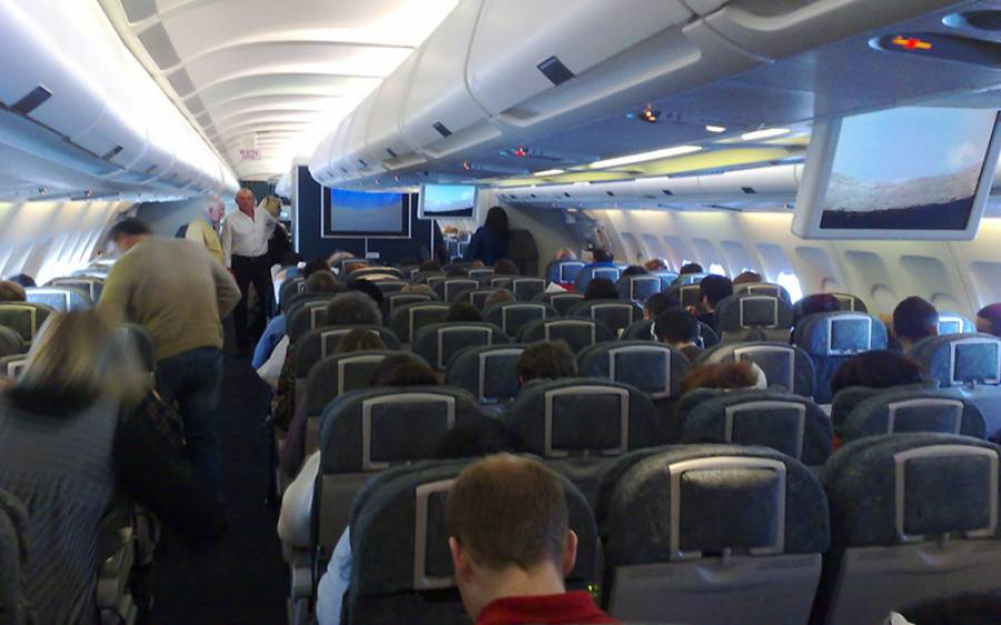 خاتون کی ایسی شرمناک حرکت کہ عملے نے پولیس بلا کر اسے جہاز سے ہی اتروا دیا