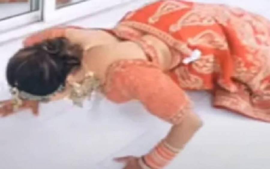 عروسی جوڑے میں پش اپس لگانے والی دلہن کی ویڈیو وائرل ہوگئی