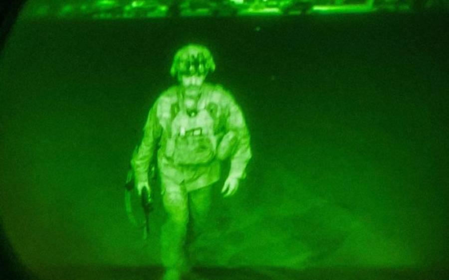 امریکہ کا افغانستان سے انخلاء مکمل ، نکلنے والے آخری فوجی کی تصویر سوشل میڈیا پر شیئر کر دی