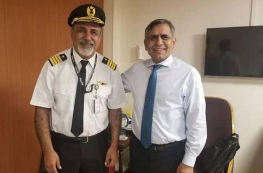 کابل ائیر پورٹ سے قومی طیارہ پاکستان لانے والے کیپٹن مقصود بجارانی کو بڑے اعزازسے نواز دیا گیا