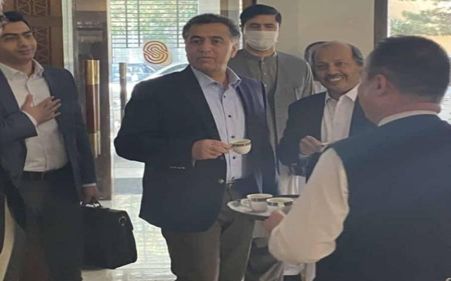 'کابلی چائے' ڈی جی آئی ایس آئی کی افغانستان میں چائے پینے کی تصویر وائرل ہوگئی