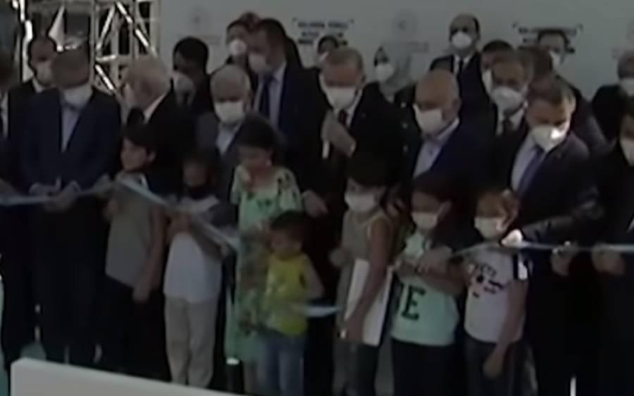 افتتاحی تقریب میں بچے نے ترک صد ر سے پہلے فیتہ کاٹ کر طیب اردوان کو غصہ چڑھا دیا