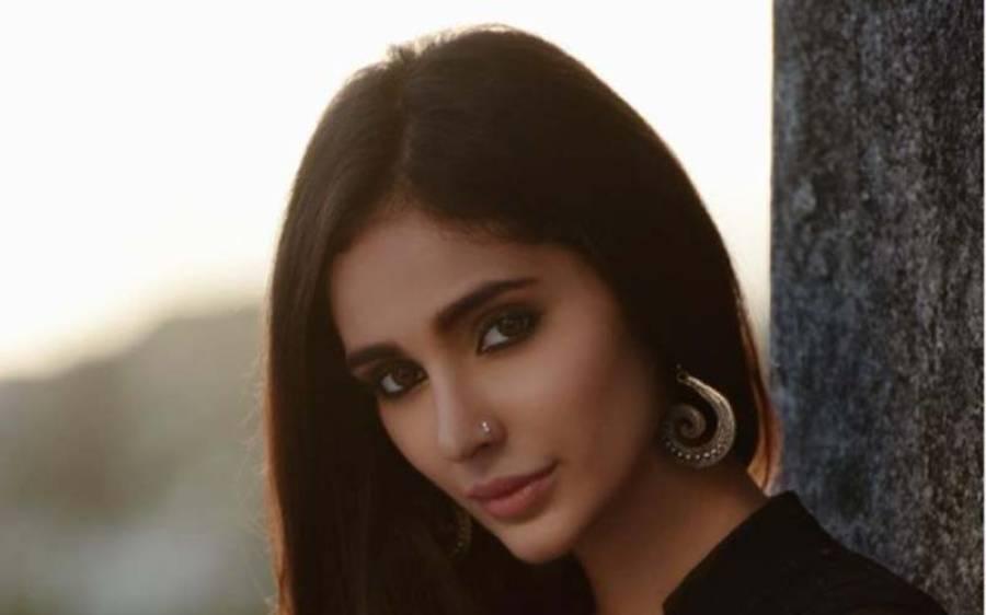 بالی ووڈ کی معروف اداکارہ کو گھر میں یرغمال بنا کر لوٹ لیا گیا