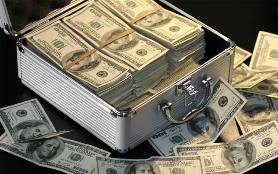 انٹربینک مارکیٹ میں کاروبار کے اختتام پر ڈالر سستا، سٹاک مارکیٹ میں شدید مندی