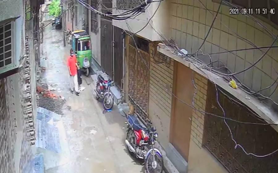 کمسن بیٹے کے ساتھ مل کر چوری کی وارداتیں کرنے والا ملزم پکڑا گیا، ویڈیو بھی سامنے آگئی
