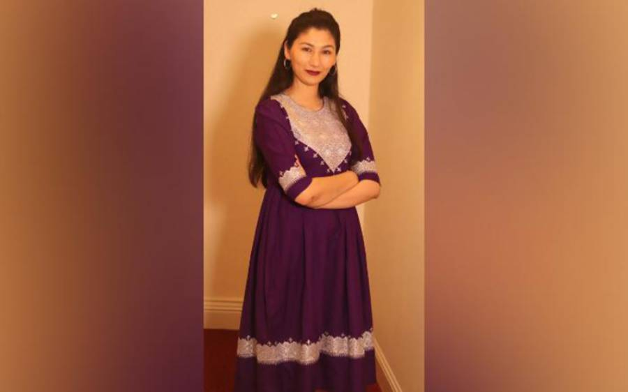 سیاہ حجاب لازمی قرار دیے جانے پر افغان خواتین نے سوشل میڈیا پر ایسی تصاویر پوسٹ کرنا شروع کردیں کہ طالبان کی پریشانی کی حد نہ رہے