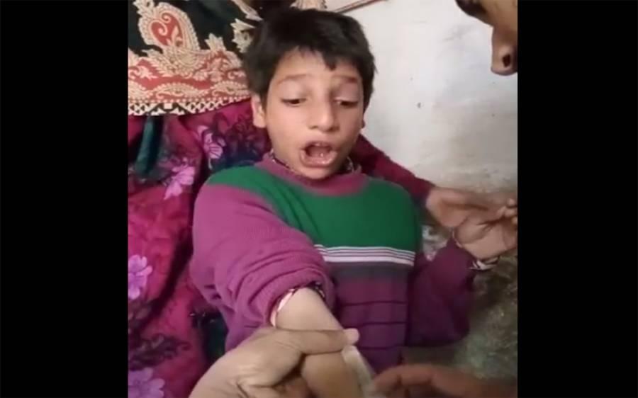 ٹیکے کا خوف، بچے نے پرندوں کی آوازیں نکالنا شروع کردیں، اب تک کی سب سے منفرد ویڈیو، ہنس ہنس کر برا حال ہوجائے