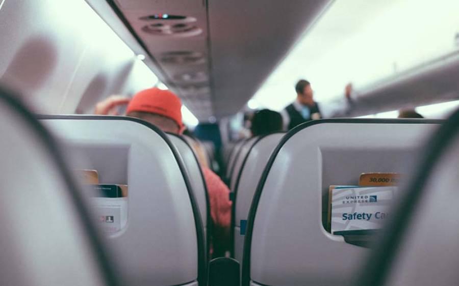 جوڑے کی ہوائی جہاز میں ایسا شرمناک کام کرنے کی ویڈیو منظرعام پر آ گئی کہ دیکھنے والے شرم سے منہ پھیرنے پر مجبور ہو جائیں